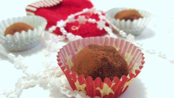 Easy Wine Chocolate Truffles #GNOwines #ChocolateRaspberryTruffle